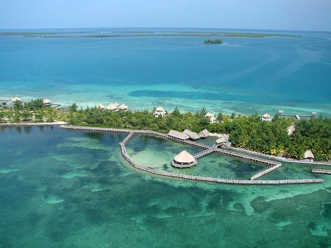 belize luxury resorts = thatch caye belize island resort