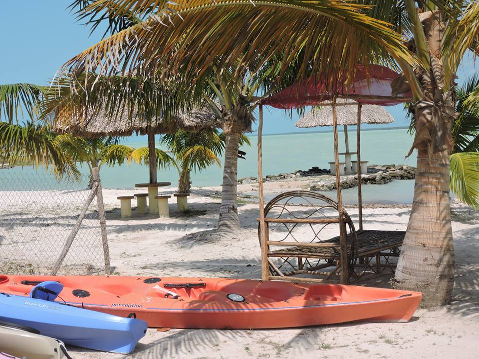 Belize Offers Retirees Central American Jungles and Caribbean Beaches