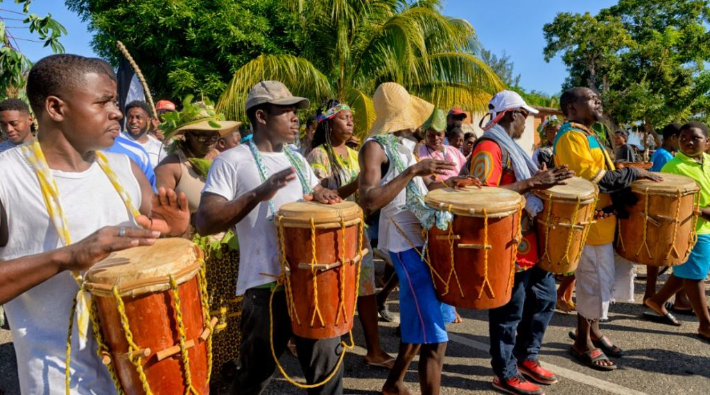 things to see and do in hopkins belize